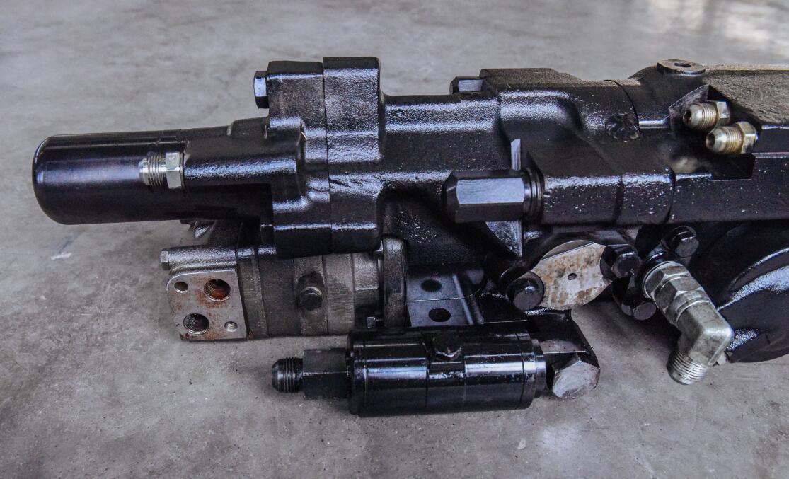 液压凿岩机使用初期出现的推进油缸失控原因!
